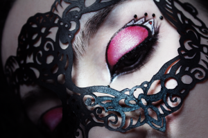 Lace Mask Red Queen